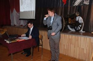 Zakończenie uroczystości w OSP w Szczekocinach - po lewej: inicjator uroczystości Adam W. Gorycki, po prawej: autor i twórca wystroju sali instruktor MGOKiS w Szczkocinach Grzegorz Dudała.