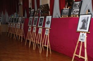 Wystawa w OSP w Szczekocinach dotycząca gen. Amilkara Kosińskiego zaaranżowana i wykonana przez instruktora MGOKiS Grzegorza Dudałę, pokazująca m.in. potomków gen. Amilkara Kosińskiego.