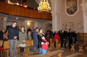 """Msza św. w kościele pw. św. Aleksego w Przedborzu koncelebrowana w intencji gen. dyw. Antoniego """"Amilkara"""" Kosińskiego z okazji 250 rocznicy Jego urodzin."""