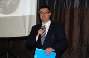Uroczystość w OSP w Szczekocinach - Adam W. Gorycki z Kielc wygłasza prelekcję na temat gen. Amilkara Kosińskiego.