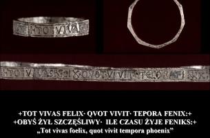fot. MAIE, srebrny pierścień z łacińską inskrypcją
